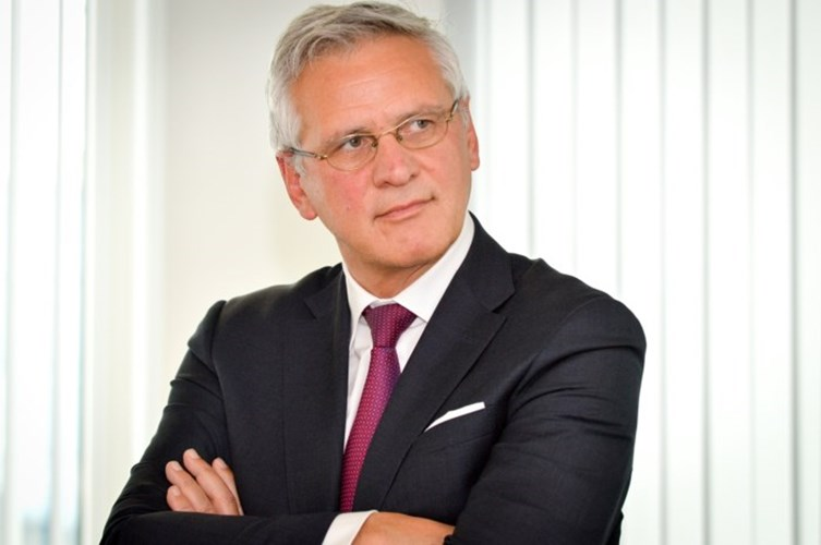 Peeters wil lagere lonen in e-commerce
